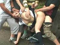 むっちり女子校生が一人になるのを待ち鬼畜集団が襲いかかり強姦