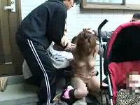 ベビーカー押している所を襲われ赤ちゃんの横で輪姦される巨乳若妻