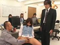 ボスになれるパイプを使いOLさんを半裸にしてハレンチしまくる人