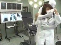 美人女医さんを麻酔で眠らせ分娩台でレイプする透明人間