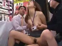 アダルトグッズを装着して騎乗位でハメられながら実演販売する女子社員