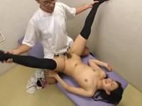 美脚になれる整体院でインチキ整体師にハメまくられる脚モデルのお姉さん