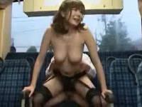 痴漢撲滅の為にすけべな服装でバスに乗り込みハメられる女囮捜査官