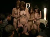 変態館で女教師と女生徒3人が全裸四つん這い連結セックスで犯される