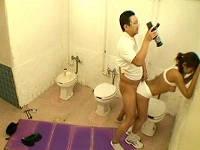 陸上大会のトイレでドーピング検査員の言いなりになり犯されまくる美人女子大生