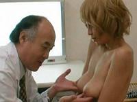 知り合いの医者に頼み内科医になりすまし柔らかそうな巨乳ギャルをワイセツ診察してハメまくる