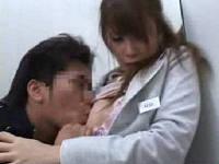 トイレに行った所を痴漢男に襲われヨダレ垂らして感じる化粧品売り場のお姉さん