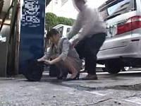 公衆トイレが使用禁止で使えずワゴン車の陰で野ション中に痴漢男にマ○コいじられ襲われる営業女子社員