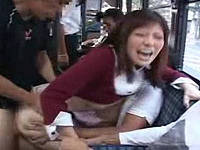 バス内で尻触られ鬼畜痴漢集団にマ○コと尻穴を同時にハメられ犯されまくる豊乳美尻女子大生