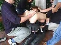 カップルを襲撃し彼女のま○こを彼氏の顔に押し付け抵抗する気力を無くさせ強姦しまくる鬼畜集団