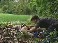 畑で野ションしていたノーブラ巨乳奥さんを棒で叩いて気絶させ何度も犯しまくる鬼畜強姦魔