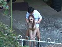 青姦スポットで待機していたら色白美乳美人お姉さんが男と生々しい交尾していたのでズーム盗撮する