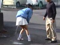 路上ティッシュ配りのミニスカ女子大生が鬼畜男に強引に浣腸され液体噴射しながら犯されまくる