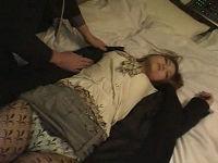 泥酔してゴミ捨て場で寝ていたお姉さんを捕獲してホテルで勝手にいたずらしまくりハメまくる男