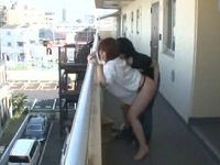 駐輪場で見かけた若妻のま○こを擦ったらお漏らしして感じまくったのでベビーベッドの横でハメまくる