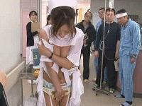 新米ナースが骨折した患者に小便かけられ服が溶けハレンチだと男性医師に説教されながらハメられまくる