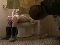 爆乳奥さんが夫の留守中に汗臭い男からトイレ覗かれベロチュウして性交し別の男も参加して乱交しまくる