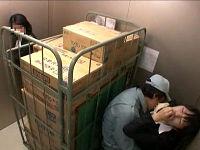 エレベーター前で強姦魔に物色され荷台の死角で身動き出来ない状態で犯されまくる営業女子社員