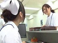 美人看護師が消灯後ベッドでオナニーしていた男性患者のビンビンち○こをハメて腰振りまくる