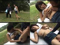 公園の芝生の上にレジャーシート敷いて青姦する爆乳お姉さん