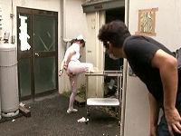 下半身丸出しで拘束されている看護師に遭遇した男がマ○コをじっくり観察し勝手にパンパンハメまくる