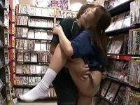レンタルビデオ店で接客していた巨乳店員のパンツずり下げ手マンしまくり強引に犯しまくる鬼畜男