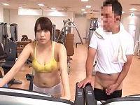 トレーニングェアが透け透け状態のむっちりお姉さんに我慢出来ず脇に勃起ち○こ擦りつけ射精する男