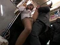 パツパツのタイトスカートでパンティラインを強調していたデカ尻OLに我慢出来ず満員バス内で性交しまくる