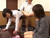 玩具メーカーの面接で内定を貰う為に他の就活学生の目の前でセクハラに耐えハメられ喘ぐ巨乳女子大生