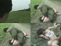犬の散歩中に強姦魔に激しく襲われてしまうお姉さん