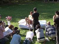 「水着モデル募集」で集まった一般女性がオマ○コぱっくりの下品なポーズからチ○コ結合野外水着中出し撮影会