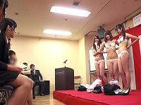昨日まで普通の女子大生だった女子たちにいきなり公開脱衣させていきなりチ○コハメまくる事が出来るセクハラしまくり入社式