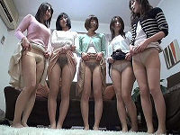 ママ友仲間全員がスカートめくり上げパンツを見せ童貞くんたちを挑発してエッチな王様ゲームしていたら中出し乱交になる