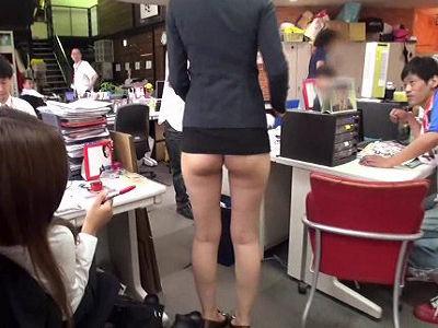 新人女子社員たちが研修で半ケツ状態のミニスカ研修で強制業務、隠しきれずプリ尻と食い込みTバックを視姦されチ○コハメられまくる