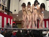 真下から股間丸見え!スケスケ舞台で行われるセクハラ新人初お披露目野球拳、アピール不足の女子社員はその場で大観衆全裸セックス