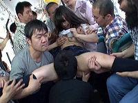 電車内で鬼畜痴漢集団に持ち上げられマ○コや乳や顔を舐められチ○コハメられまくり顔射されたまま羞恥下車させられる女子たち