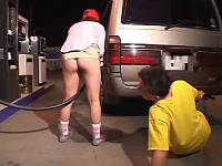 お尻丸出しHサービス満点のガソリンスタンドで店員さんとSEX