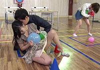 渋谷で見つけたシロウト女子大生が童貞2人組の拘束おもちゃ責めで30分以内に10回イかされたら中出しセックスでハメられる