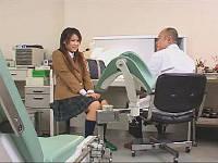 産婦人科に妊娠の相談に来た女子校生を診察中にハメて中出し…