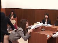 裁判所で透明人間に犯されながらも必死に審議を続ける美人弁護士