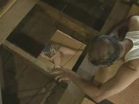 人妻のオナニーを上階の床をこじ開けて覗いていた老人が飛び降りてきて強姦する