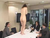 AV会社の秘書になる為に全裸で社内徘徊、強制セックスに耐えるお姉さん