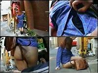 電話中ミニスカ女子のスカートのジッパーをこっそりおろす。