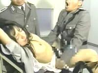看守に強制全裸にされたり拘束台に乗せられ輪姦される囚人女性