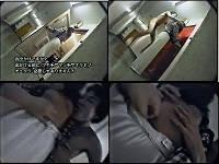 部屋から外出しようとした女子の上着をまくり上げて乳をチュウチュウ吸う
