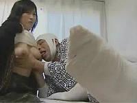 性欲が溜まり、巨乳嫁の乳とまんちょ舐めて抜く入院患者