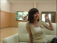 インタビュー中のお姉さんが窓から侵入した全裸男にハメられる