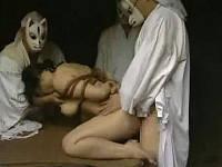 不貞の罪で巨乳女狐に白い精液を流し込む儀式