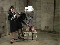 看守レディに正座で朗読しながら我慢出来ずに射精させられました
