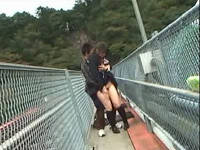 田舎無人駅で痴漢と遭遇したむっちり純真女子校生